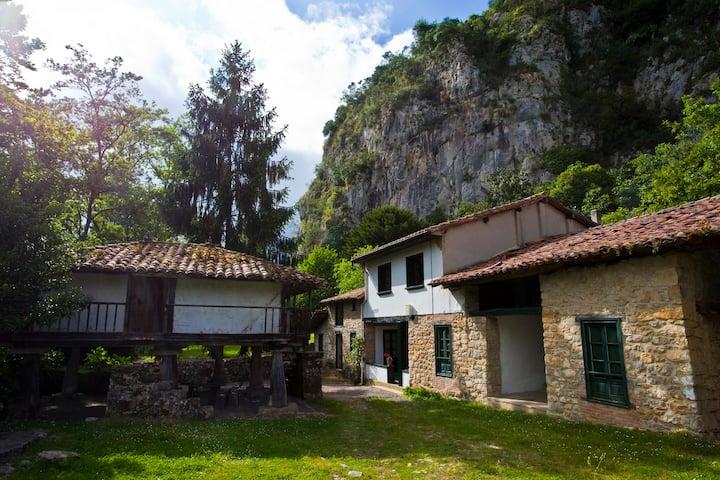 Casa Solapeña junto al Río