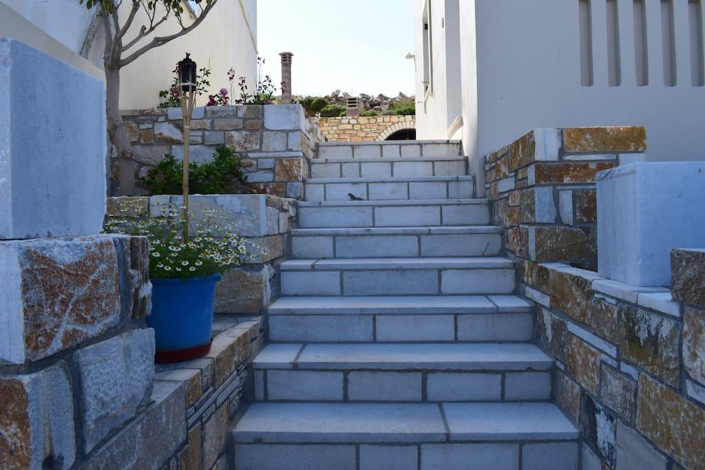 1. Σκάλα κοινοχρήστων Χώρων