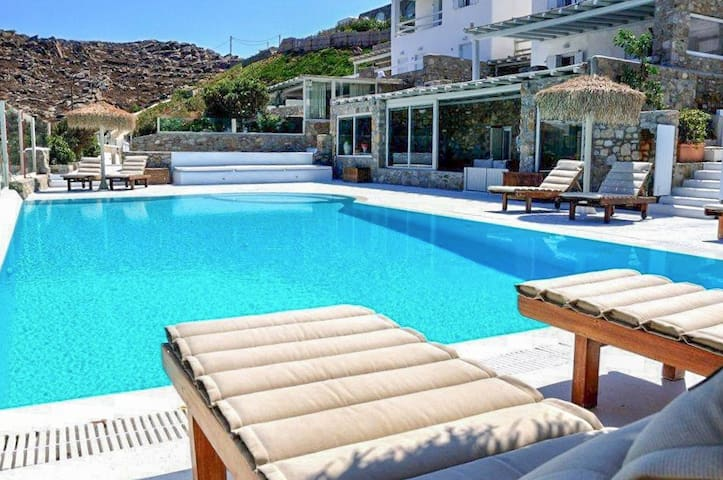Relax by the pool, enjoy the views! - Mikonos - Apartemen