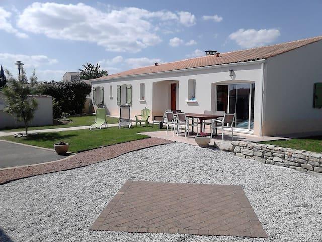 Maison à 30 min de La Rochelle - Puyravault - Casa