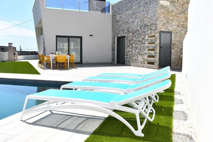 Premium Oasis La Familia - Deluxe Villa