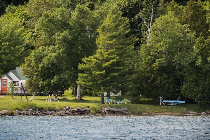Superior Cottage on Lake Superior walk to kayak and pontoon rentals and visit the Fish House Market