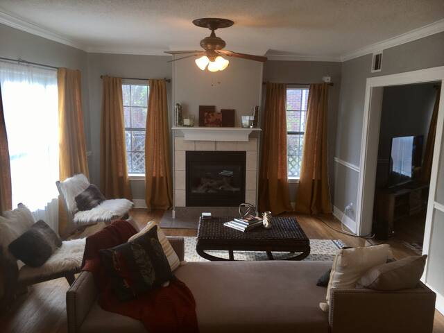 Cozy Colonial - Home away from Home! - Houston - Huis