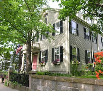 Delano Homestead Bed & Breakfast - Fairhaven