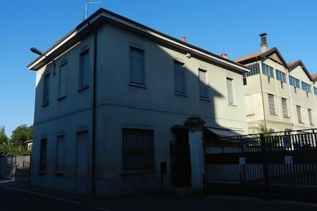 Casa con eventuale posto auto - Mariano Comense - Dom