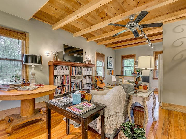 Carriage House Standout | Walkable to Midtown
