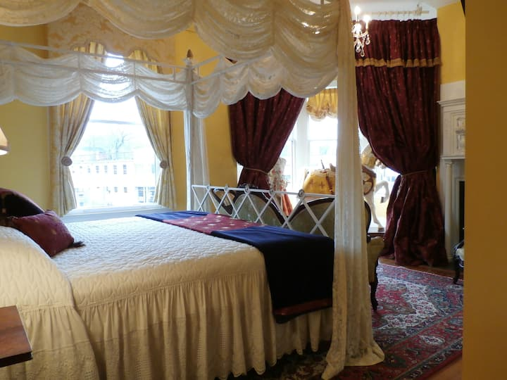 CAMELOT ROOM Hassinger Daniels Mansion BB