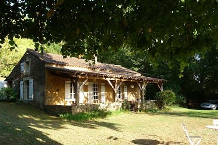 Charmante maison perchée sur une petite colline