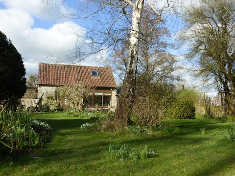 Blue Lias Lodge - secluded barn near Glastonbury