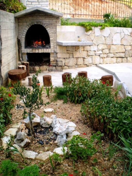 komin u dvorištu