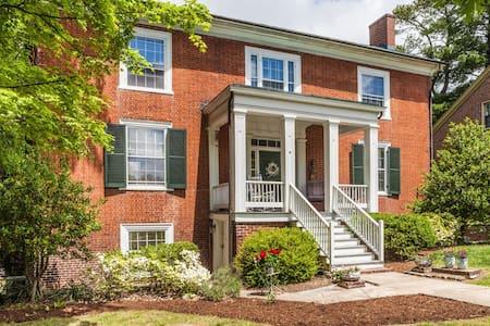 Cozy Home in Historic District - Farmville - Hus