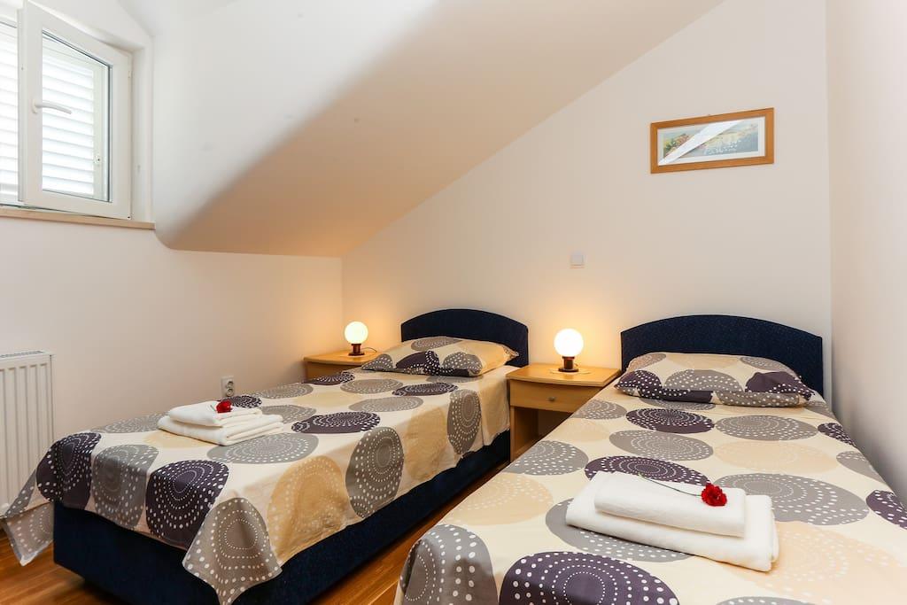 Bedroom with split beds