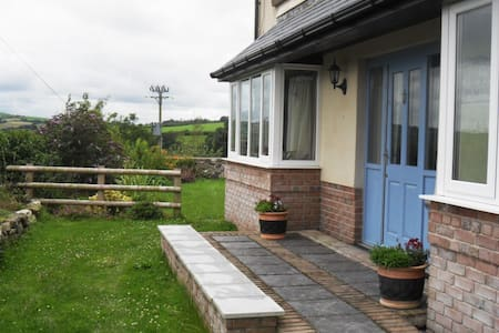 Nr Carmarthen, double en-suite, sitting room - Peniel - Bed & Breakfast