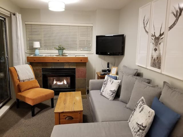 Cozy Whistler Village Studio!!!