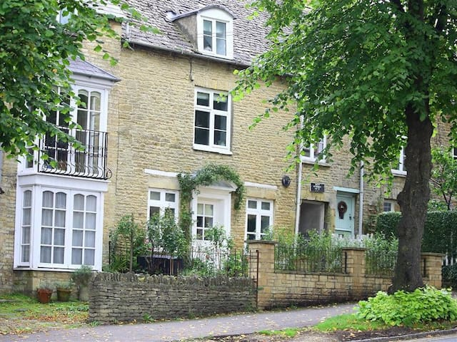 HARE HOUSE, pet friendly in Chipping Norton, Ref 988676