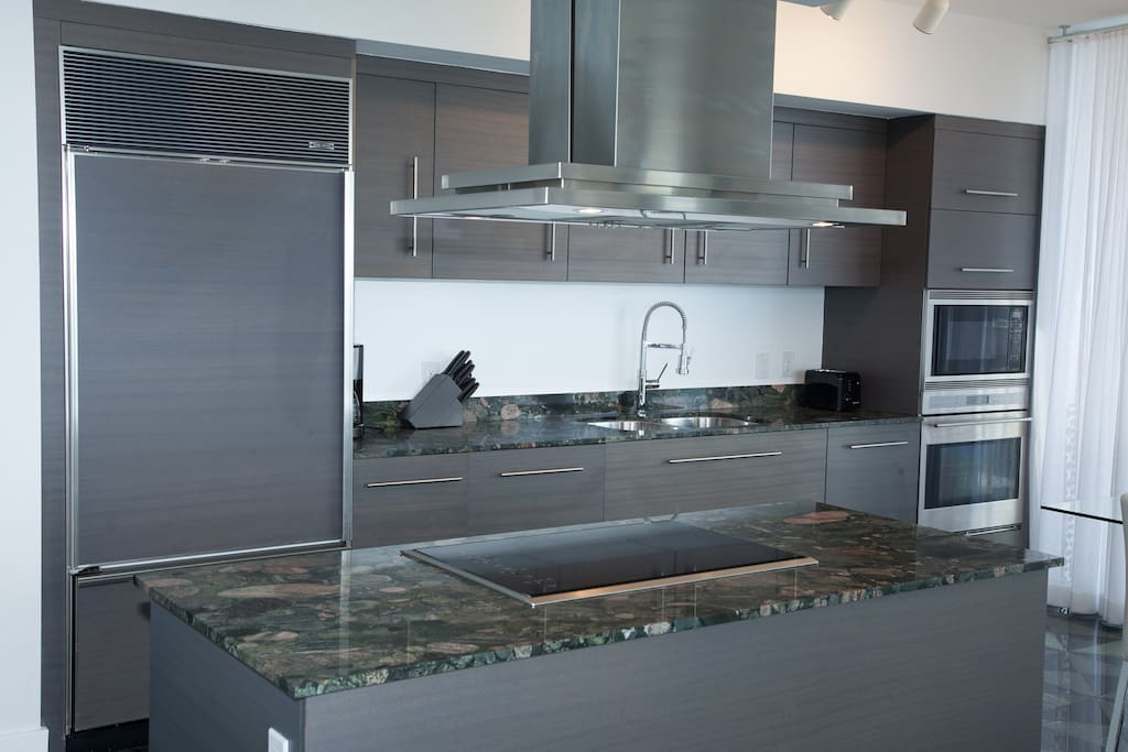 Italian cabinets, premium Wolf SubZero appliances, Bosck dishwasher and much more in this kitchen