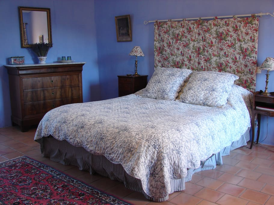 Large and comfortable queen-size bed.