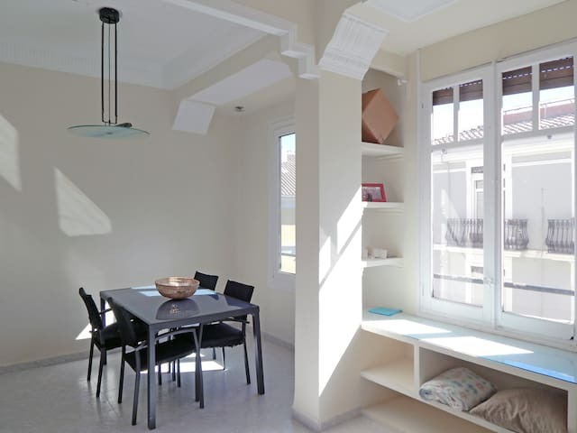 Room with private dining room in Valencia center. - València - Wohnung