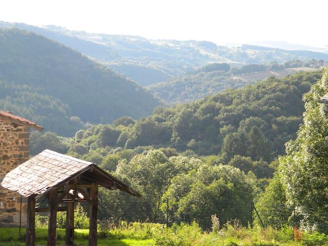 Maison dans une  ferme équestre - Ferrières-sur-Sichon