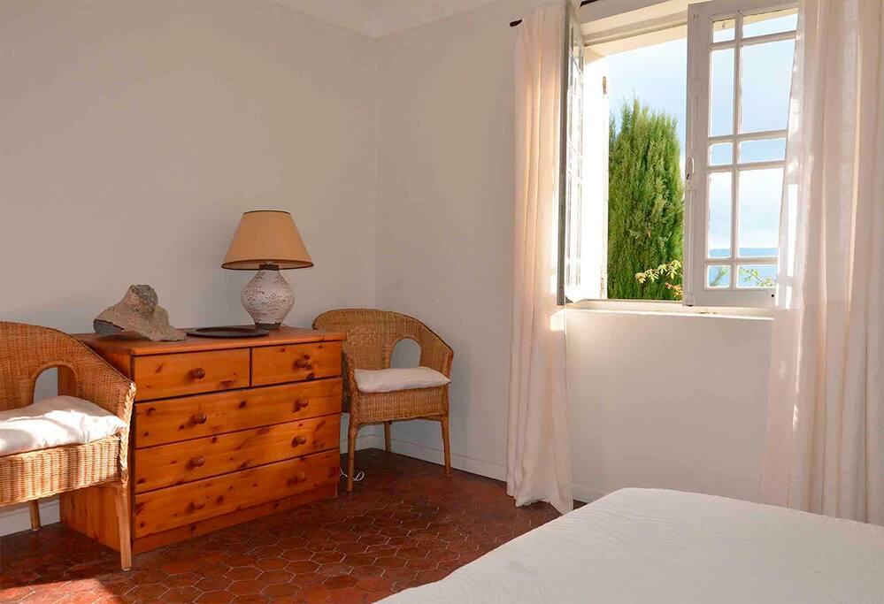 Chambre 1 - Vue sur le Grand Luberon (lits jumeau)