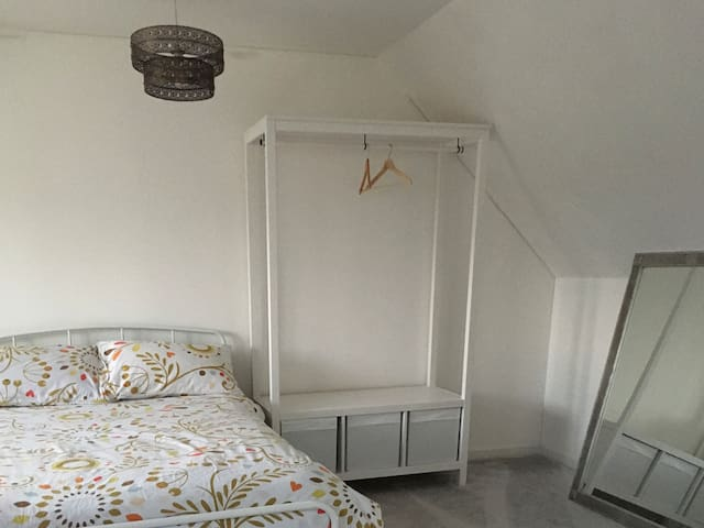 Large Double Room Close to City Centre