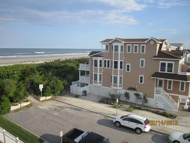 Luxury Beachfront with Elevator - Sea Isle City - Hus