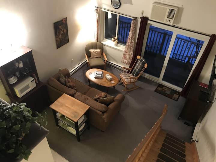 Cozy Loft Studio at The Lodge @ Lincoln Station