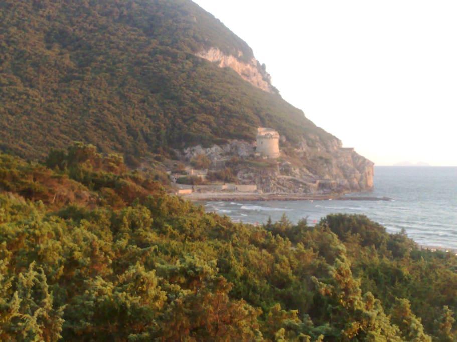 Torre Paola poco distante dalla villa