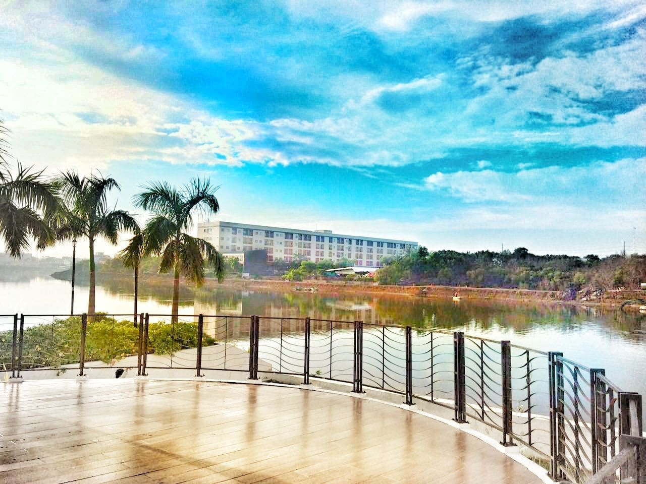 Morning view beside Iloilo River