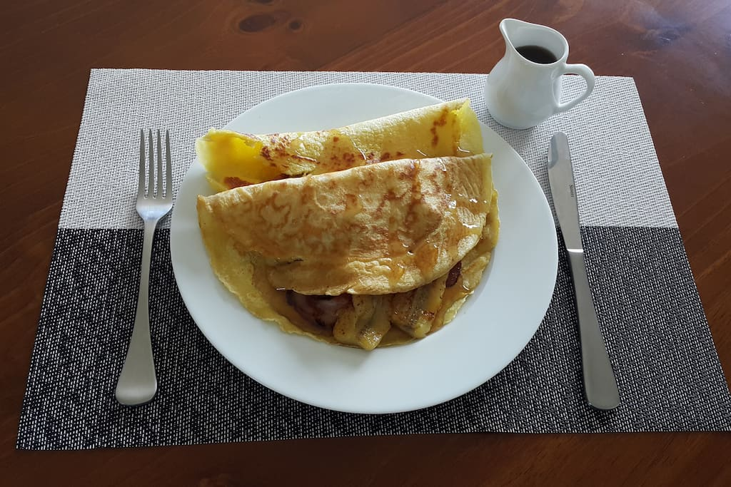 Pancakes with bacon, banana & maple syrup