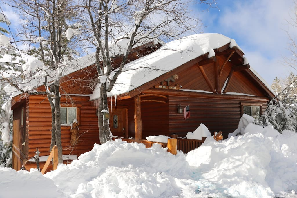 Treetop tranquility luxury cabin cabins for rent in big for Luxury winter cabins