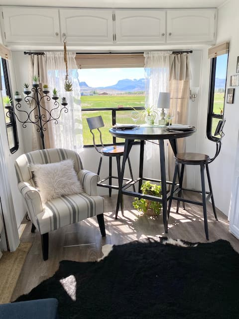 Mountain View Glamping~ 6 miles from downtown Cody