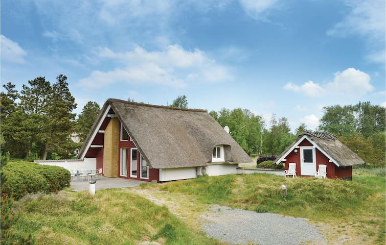 Holiday cottage with 2 bedrooms on 75m² in Rømø