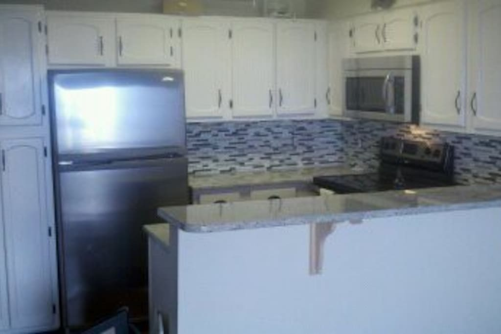 Fully equipped kitchen, granite/stainless