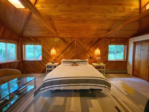 Naked Elk Lodge | 4 Bdrms, Hot Tub, Projector TV