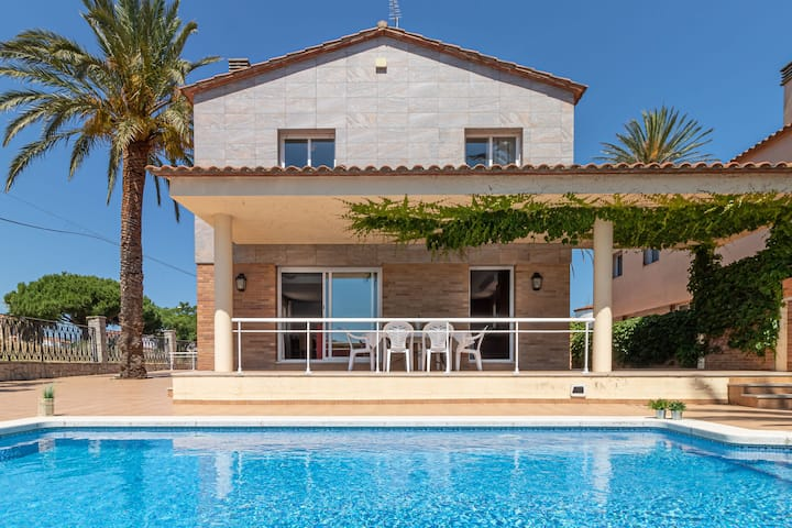 Magnific Villa in Empuriabrava with Private Pool