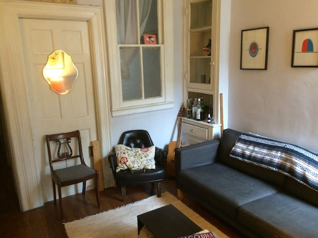 Quiet artist apartment w/ backyard