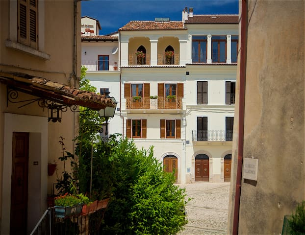 Casa Fonte Vecchia, The Room with the Sky - Fontecchio - Bed & Breakfast