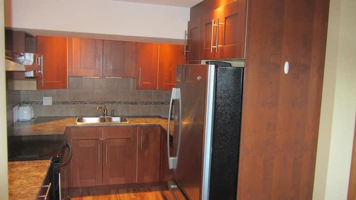 Schaefer's Den (Private 1100 sq ft Basement Suite)