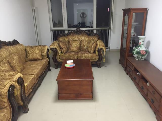 燕郊独立二室二厅,北京CBD商圈,到国贸二十分钟,舒适小资适合多人旅行