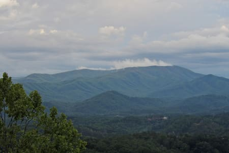 Yogi's Den - winter special! Great view, location! - Pigeon Forge