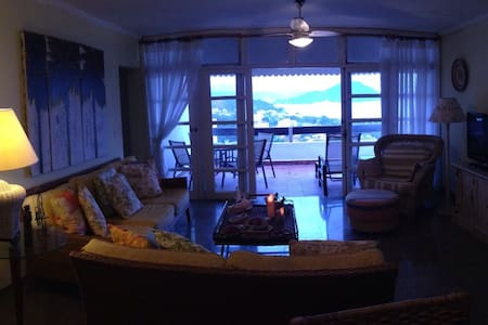 Apartamento bem decorado com vista para o mar - Toninhas