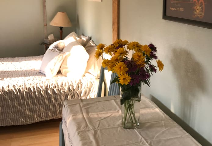 Private Light Filled Studio, Centrally Located