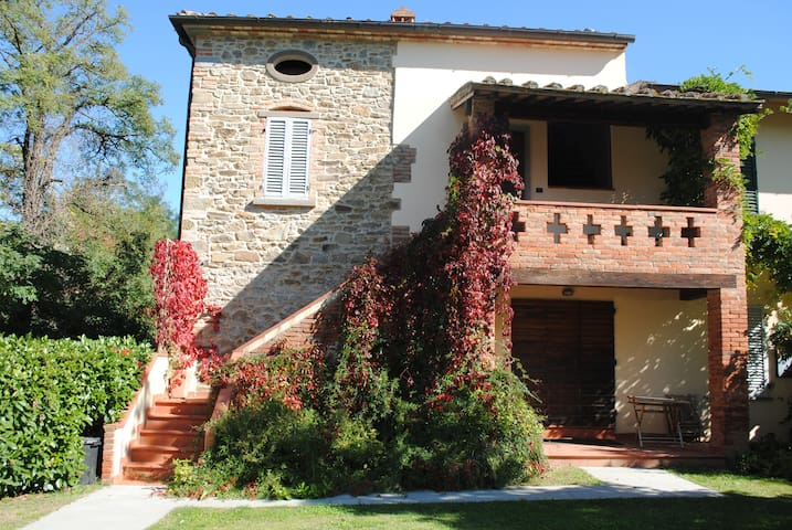 Cozy renovated tuscan farmhouse with pool - Civitella in Val di Chiana - Ház