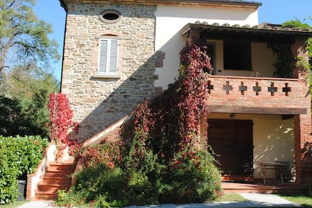 Cozy renovated tuscan farmhouse with pool - Civitella in Val di Chiana - บ้าน