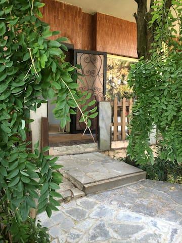 la vita è bella in villa alberata zona tranquilla - Vigevano