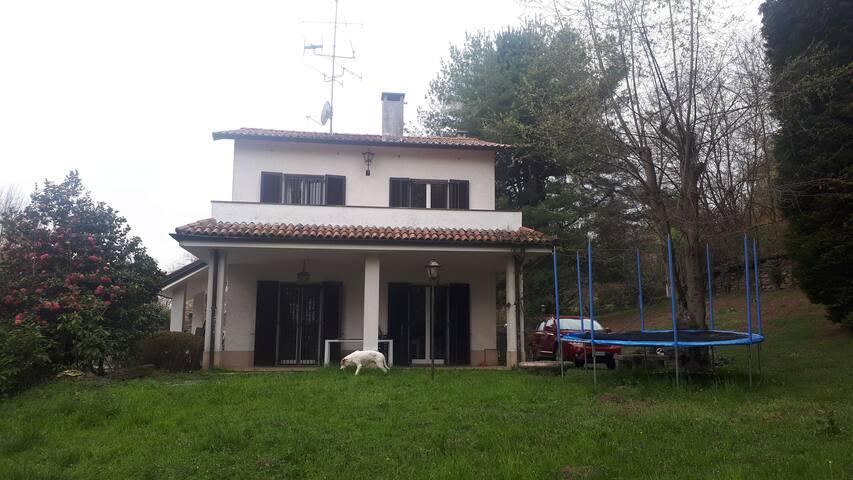Villa con giardino sul lago Maggiore