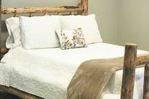 Bigfoot Suite-Stylish 1500 sq ft private apartment