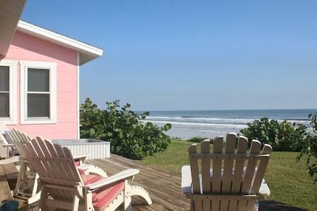 The Little Pink House: private oceanfront cottage