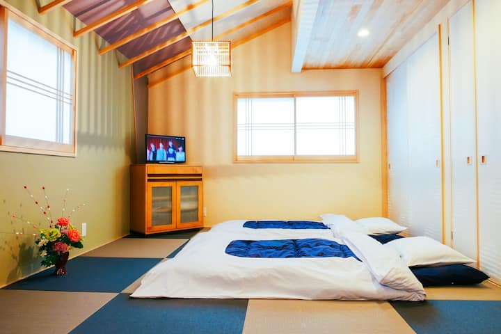 2 Stop Kyoto train. 30sec on foot/Cozy 2BR house